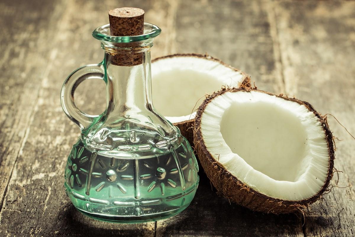 Как восстановить волосы с помощью кокосового масла