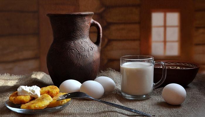 Продукты богатые витамином В12 - яйца и молоко