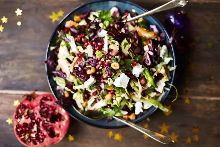 Легкие полезные салаты на Новый год с капустой и орехами